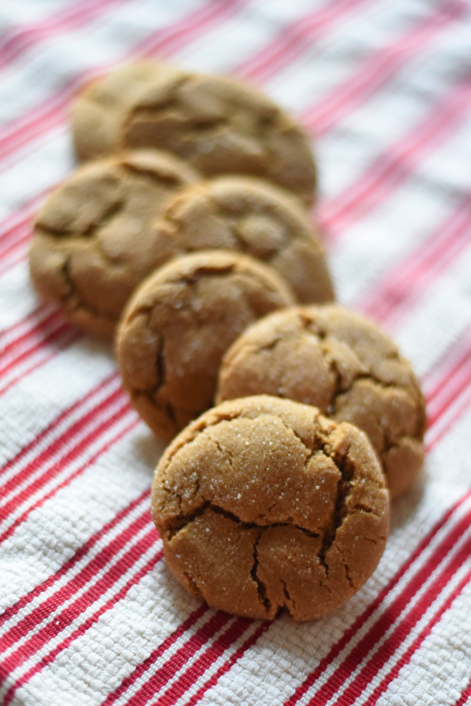 ginger crinkles - Simple Christmas Cookies